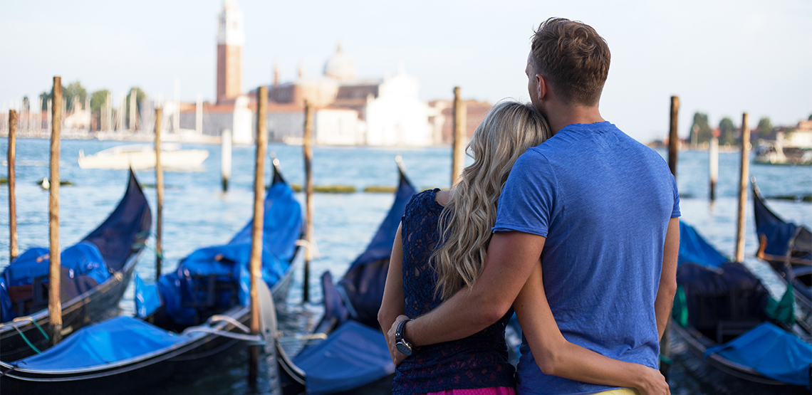 Ingenious Ways to Save Money While Traveling as a Couple