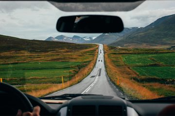 Driving in the UK vs US: Main Differences and Tips for Success