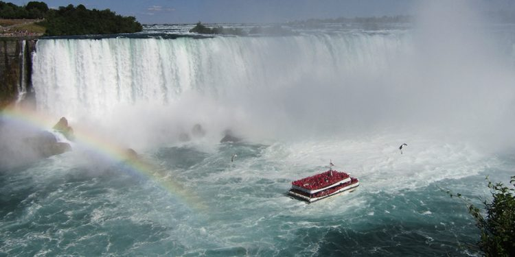 Boat approaching Horseshoe Falls