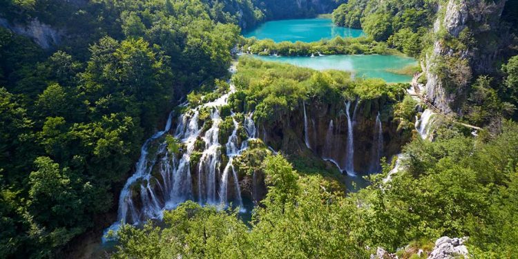 plitvice lakes many waterfalls