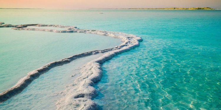 salt formations in the dead seea