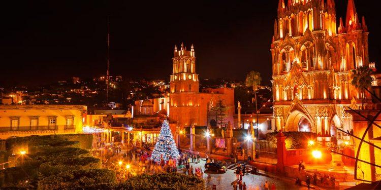 city of san miguel de allende, mexico at night