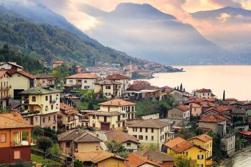 Houses built down to the shore of Como Lake in Milan