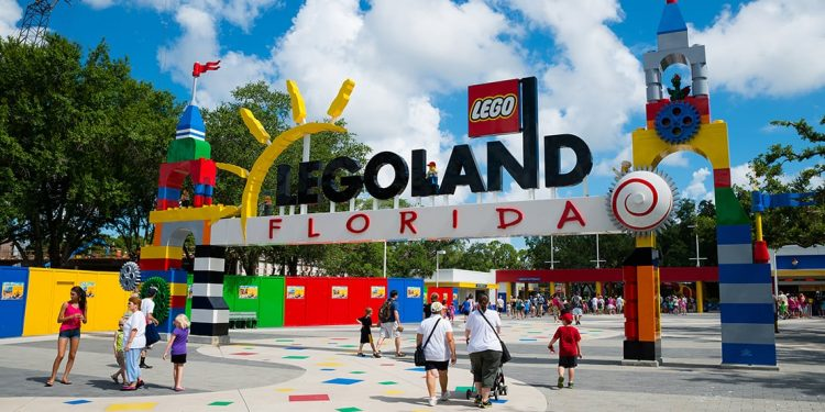 The guests are walking towards the entrance to Legoland Florida