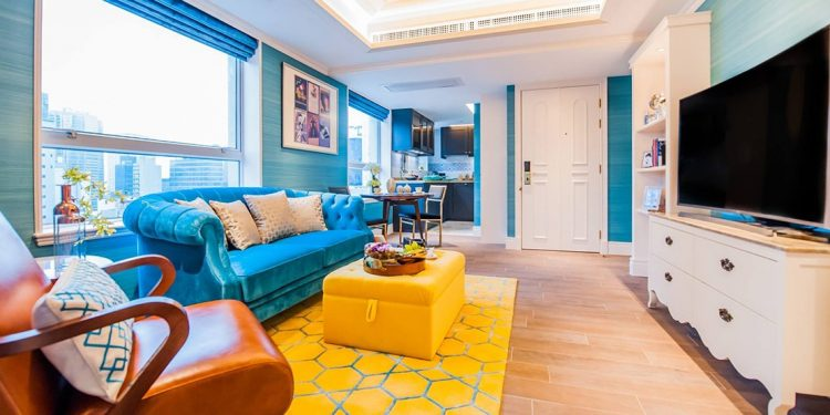 A vibrant sitting room in a suite at the Hotel Madera, with blue and yellow as the room's color palette.