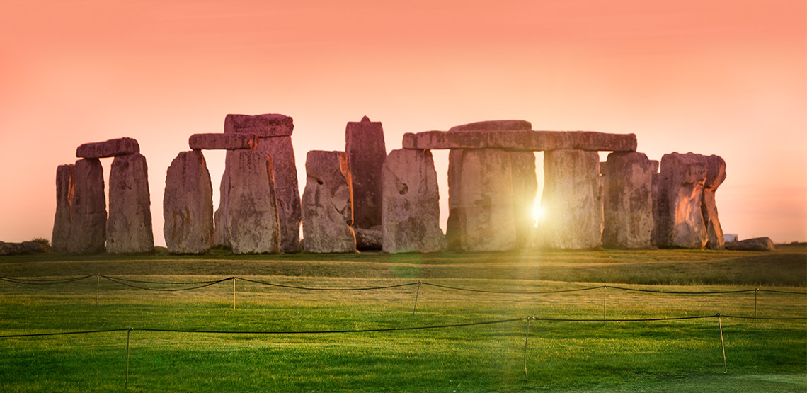 Sunrise over the rocks at Stonehenge