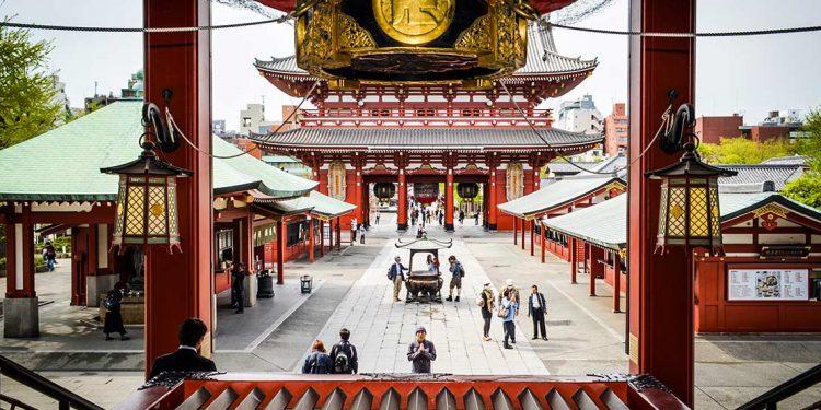 Tourists at Senso-ji Tokyo