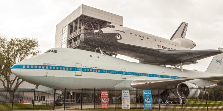 Space Shuttle Independence and Shuttle Carrier Aircraft 905 at the Johnson Space Center in Houston