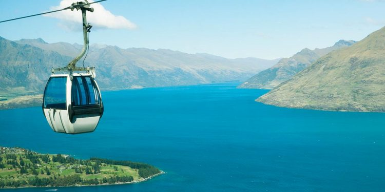 A gondola above Lake Wakatipu in Queenstown