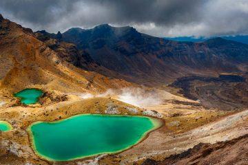 emerald lakes on tongariro crossing