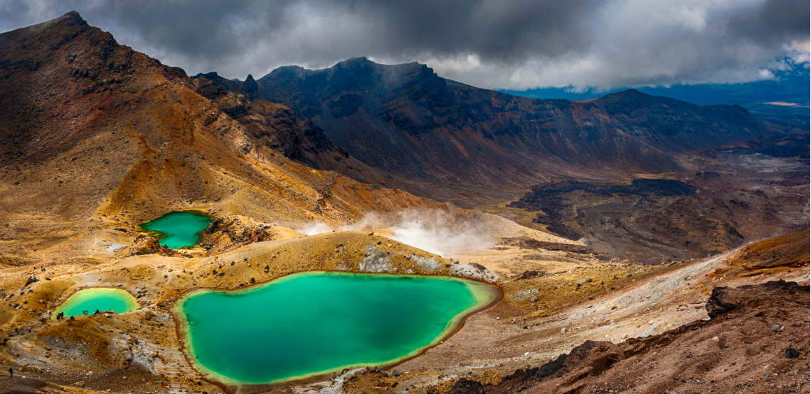 emerald lakes on tongariro crossing
