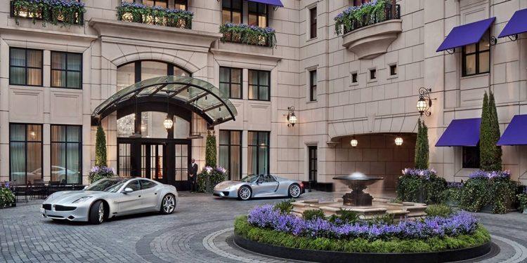 Courtyard outside of the Waldorf Astoria