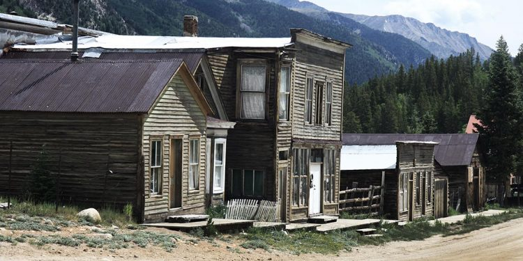 Old buildings next to dirt road
