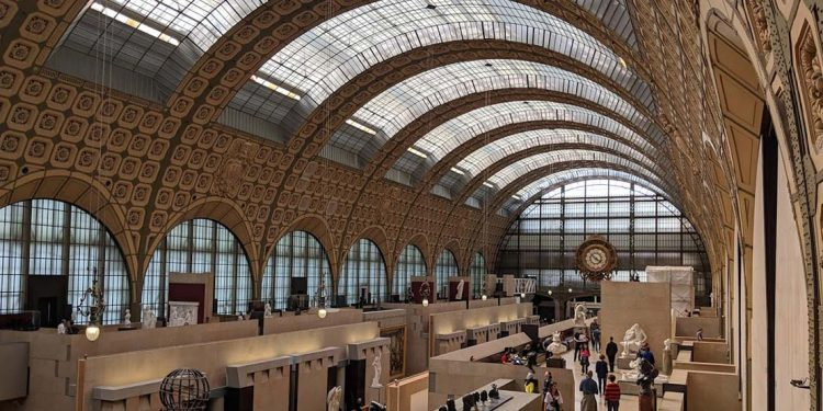 Hall in Musee d'Orsay