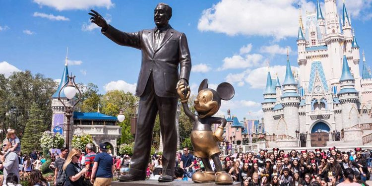 Statue of Walt Disney at the Disney park in Florida